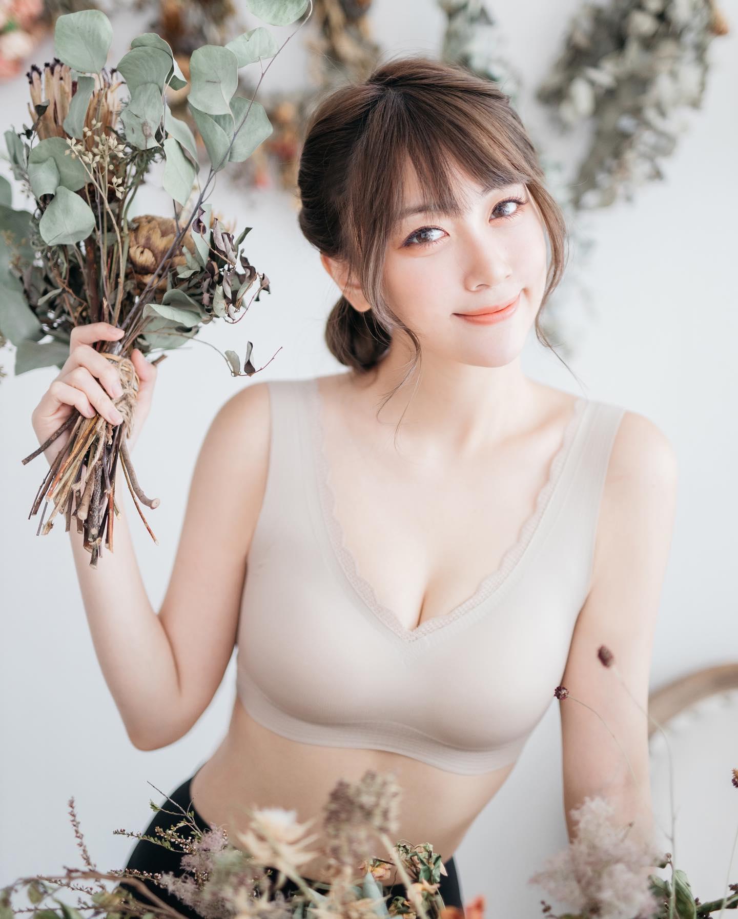 Rose_Ma_j_photo_6.jpg